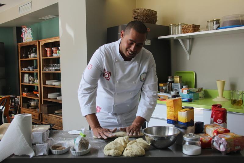 Chef Mohamed Amine Abbes et le pain, ça fait un! Ce dernier a représenté la Tunisie lors de la Coupe d'Afrique de la boulangerie.