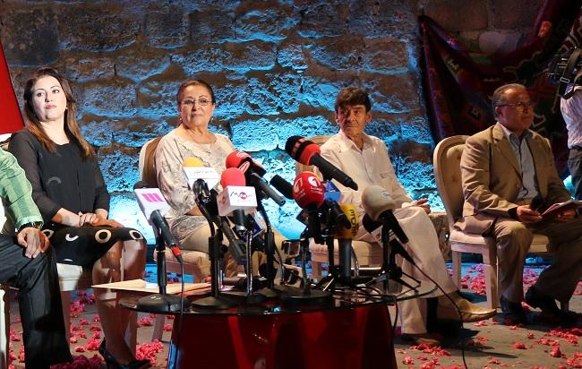 Vue de la conférence de presse avec la présidente du Festival, Sonia Mbarek (à l'extrême gauche).