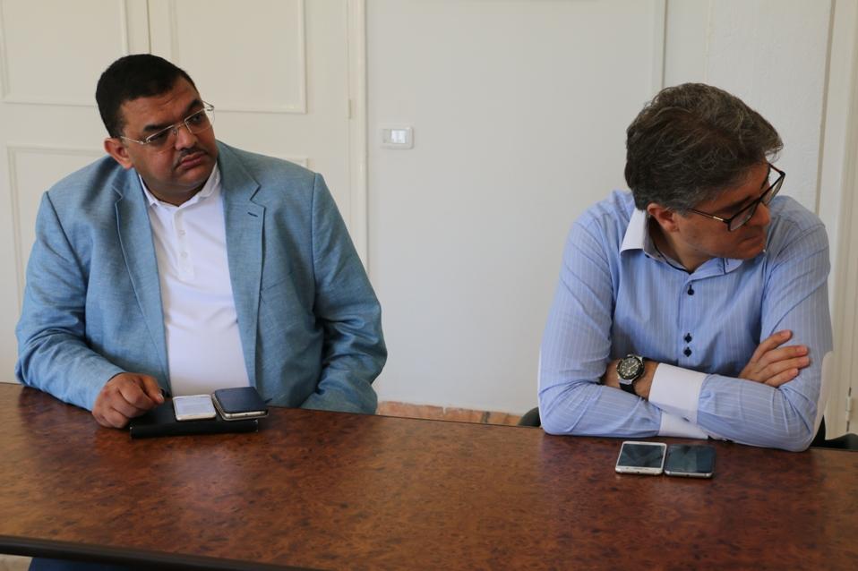 Présence à la réunion du président la FTAV, Mohamed Ali Toumi (à dr.). A g., Lotfi Zitoun, dirigeant du parti Ennahdha.