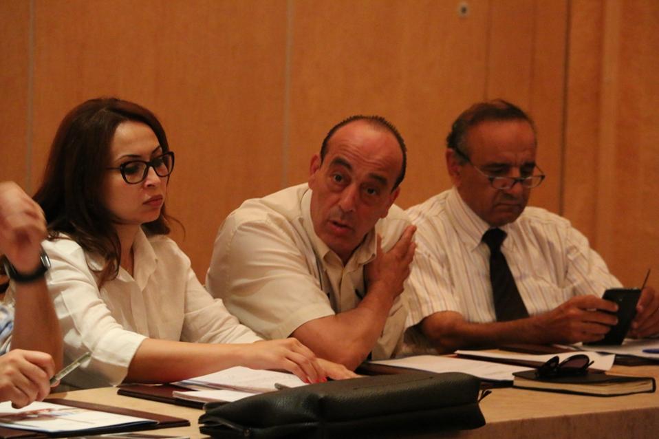 Le directeur exécutif de la Fédération tunisienne des restaurants touristiques entre la SG de la FTAV et le président de la Fédération de l'hôtellerie du sud-est.