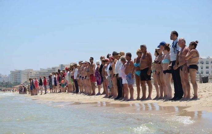En Tunisie et au Royaume-Uni, une minute de silence partagée