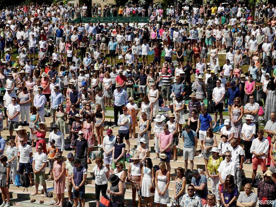 Lors du tournoi de tennis de Wimbledon.