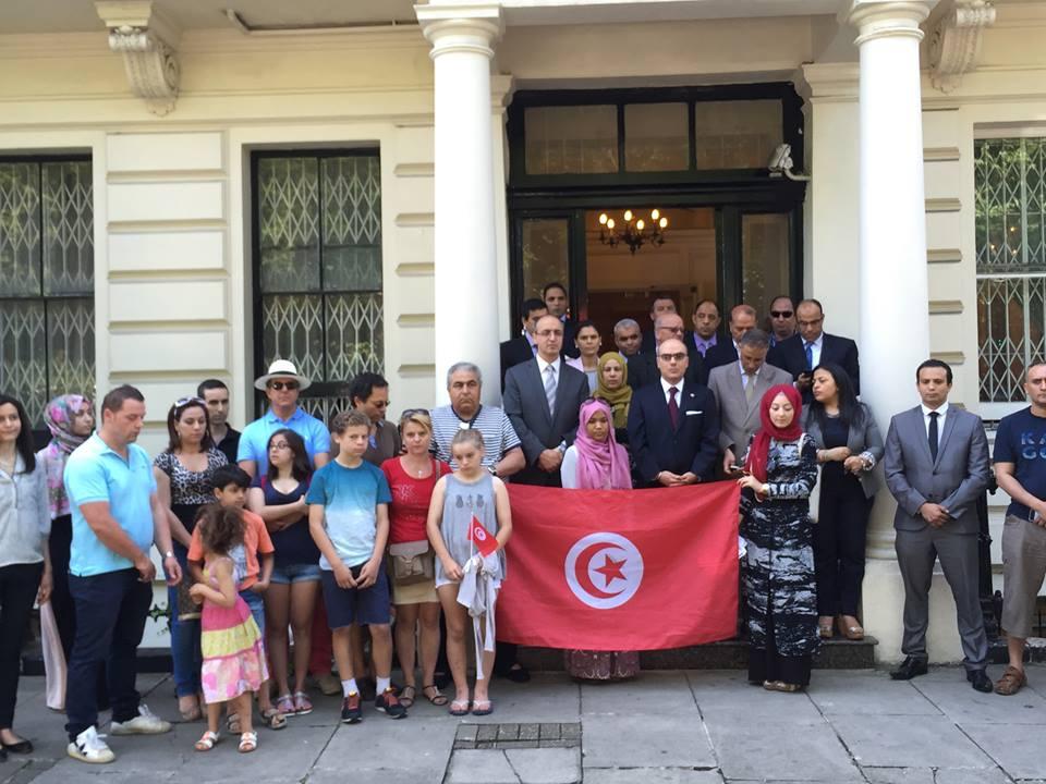 Devant l'ambassade de Tunisie à Londres.