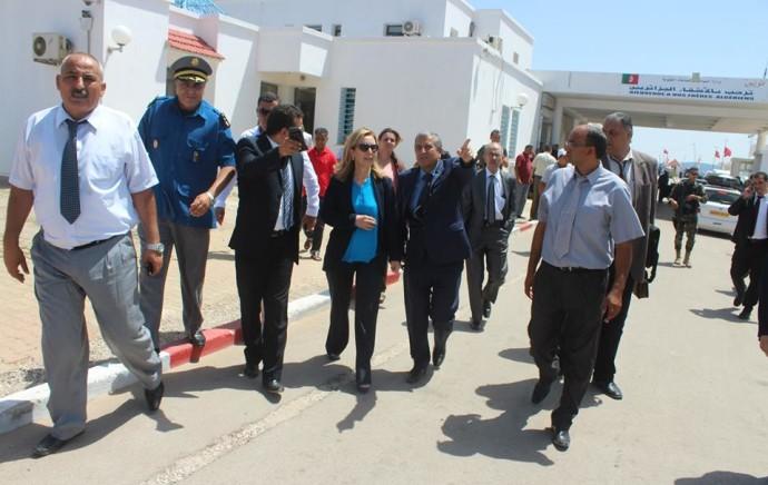 Poste frontière de Melloula: la ministre du Tourisme à la rencontre des touristes algériens