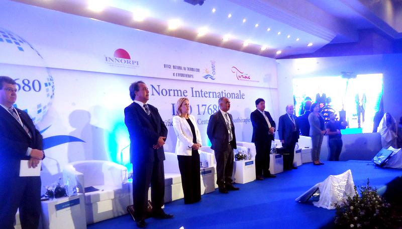Instant de vive émotion avec l'hymne national en l'honneur du Prix Nobel de la Paix qui revient cette année à la Tunisie.