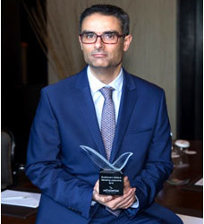 Wissem Arfa avec son trophée.