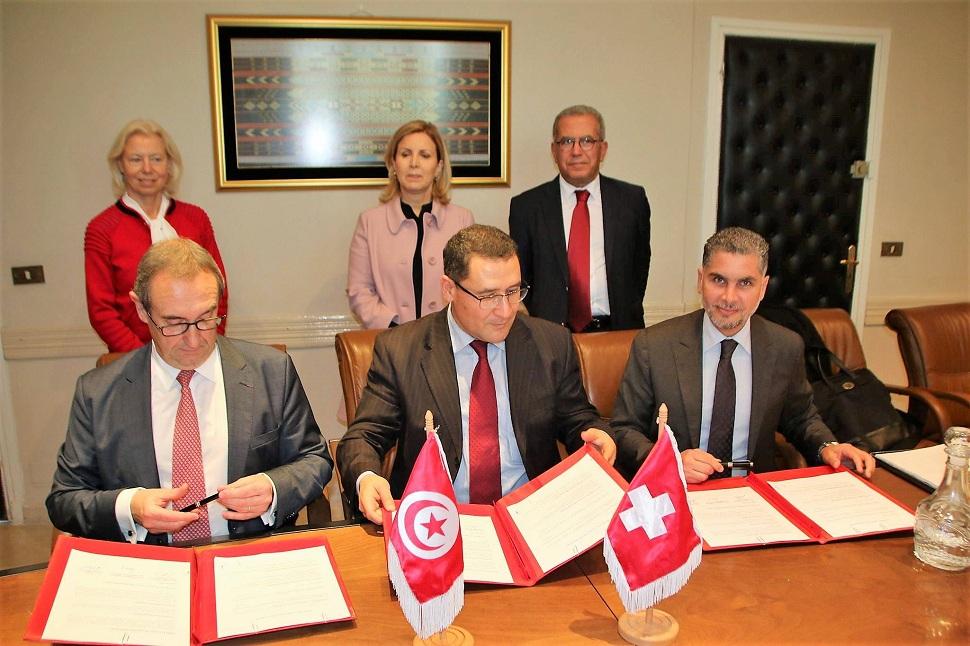 La convention a été signée en présence de la ministre du Tourisme et de l'Artisanat, Selma Elloumi Rekik, du président du tour-opérateur suisse Air Marin, Tahar Khadraoui et de Florence Kraft(debout sur la photo).