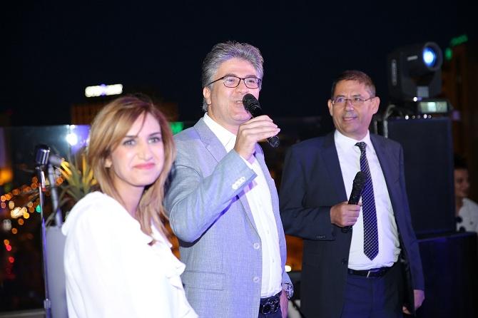 Mohamed Ali Toumi, président de la FTAV (au micro), Chaker Mrabet (directeur général d'Amadeus) et Inès Maaloui (INRISE).