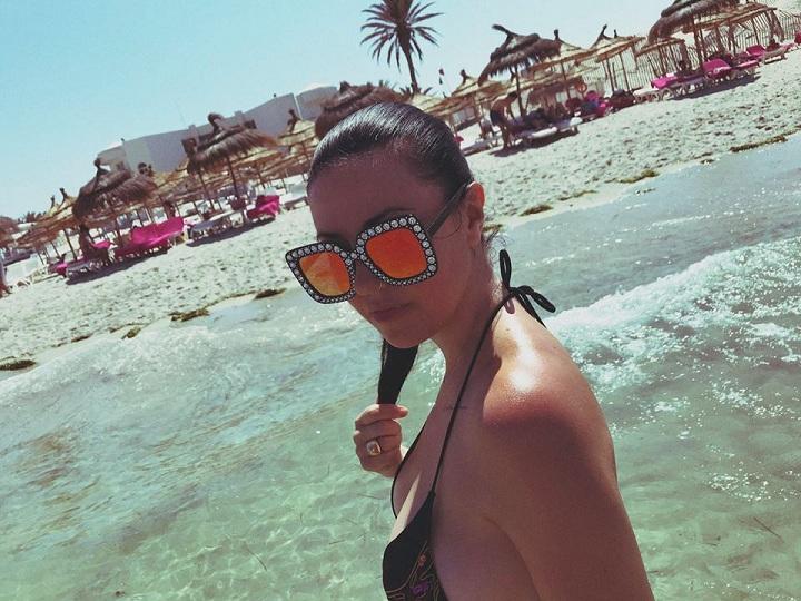 tara-beach_party