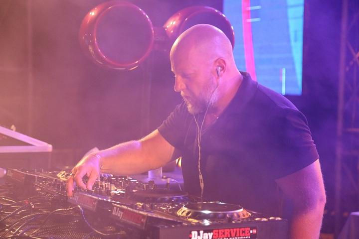 DJ DONS