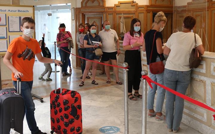 touristes-hotels-covid